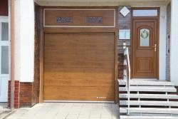 Vlastnosti a výhody chytrých garážových vrat Lomax