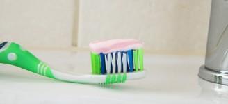 Sónický zubní kartáček